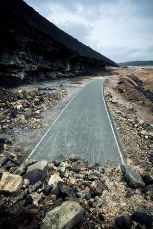 end line: Carretera de bloqueo en medio de la nada