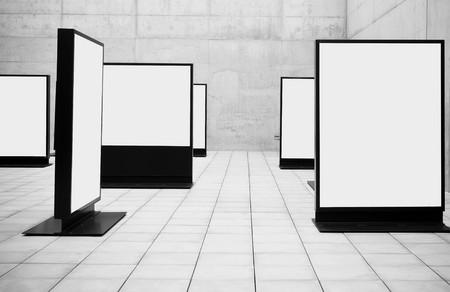gallerie: Blank frames shown in concrete room.