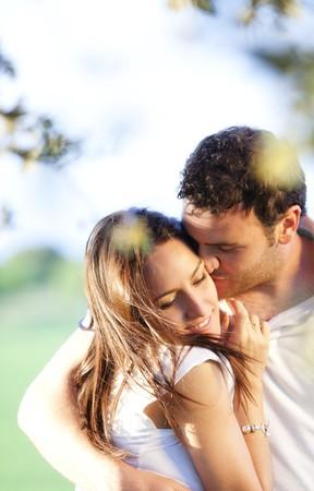 Detalle de la joven pareja sonriente hermoso.