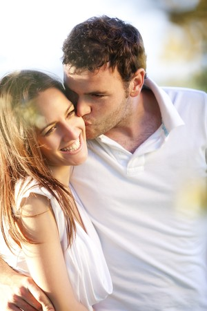 Detailansicht auf junge schöne lächelnd Paar.  Lizenzfreie Bilder