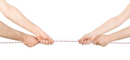 tug: L'uomo e la donna, tirando una corda in direzioni opposte Archivio Fotografico