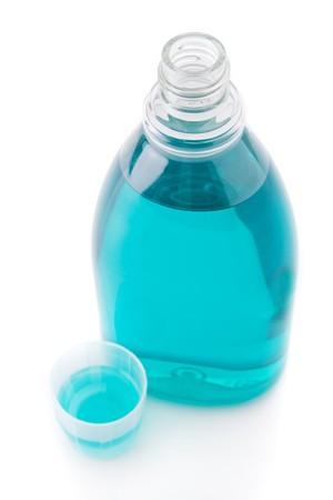 Bottiglia collutorio isolato su uno sfondo bianco  Archivio Fotografico - 4231770