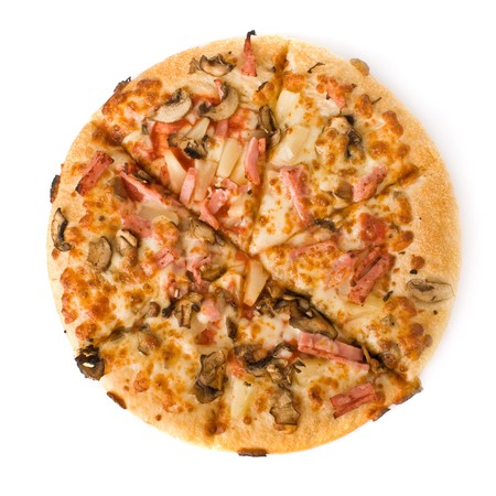 Pizza con champi�ones, jam�n y pi�a aislados en blanco  Foto de archivo - 4331752