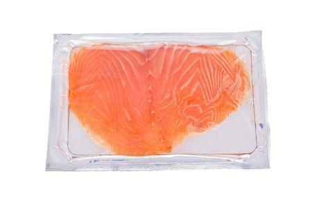 salmon ahumado: Ahumado de rodajas de salm�n en paquete aislados sobre fondo blanco Foto de archivo