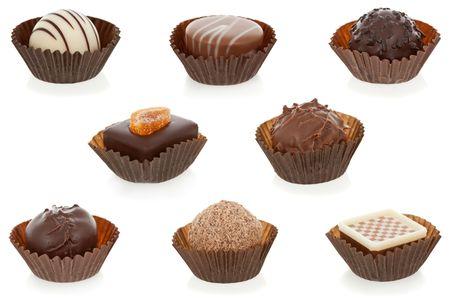 Bonbons gastronomici cioccolato isolato su sfondo bianco