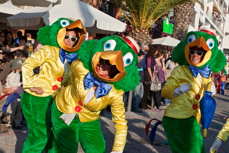 ze: Sesimbra, Portugal - February 12, 2013 -Performers dressed as the Brazilian Disney character Jose Carioca in the Rio de Janeiro style Carnival Organized for decades with the Brazilian community, Sesimbra has one of the most important Carnivals in Portugal