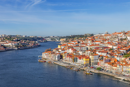 rabelo: View of the historical Ribeira District and Douro River in the city of Porto, Portugal. Unesco World Heritage Site
