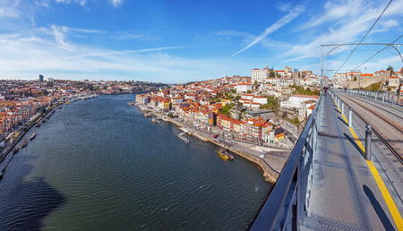 se: View of the iconic Dom Luis I bridge crossing the Douro River, and the historical Ribeira and Se District in the city of Porto, Portugal.