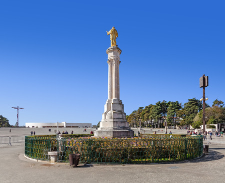 sacred trinity: Sanctuary of Fatima, Portugal. Sacred Heart of Jesus Monument, Most Holy Trinity Basilica, High Cross. Fatima is one of the most important Catholic pilgrimage locations in the world