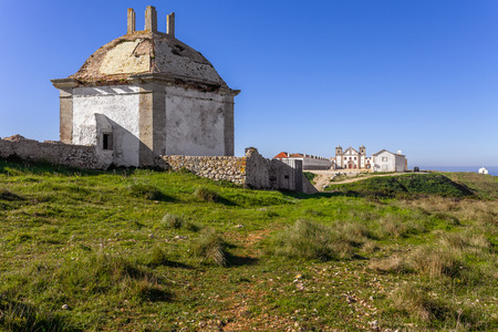 lodgings: Casa da Agua Water House, a fountain and reservoir for the pilgrims of the Nossa Senhora do Cabo Sanctuary. Church, Pilgrim lodgings and hermitage in the back. Espichel Cape, Sesimbra, Portugal Stock Photo