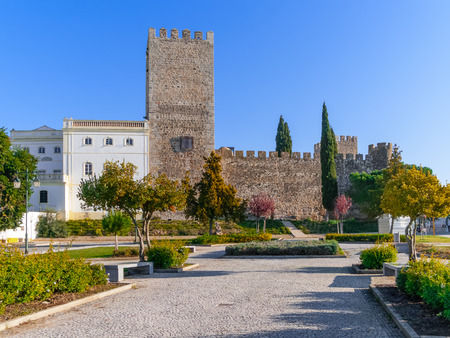 doze: Medieval Castle of Alter do Chao, seen from the Doze Melhores de Alter Square. Alto Alentejo, Portugal Editorial