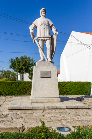 flor: Crato, Portugal. October 20, 2015: Statue of Dom Nuno Alvares Pereira in Flor da Rosa. Portuguese national hero. Medieval knight from the Hospitaller Order aka Malta Order Editorial
