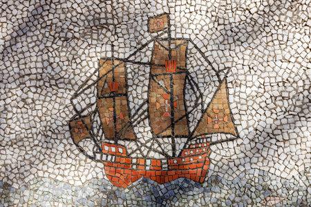 caravelle: détail Fontaine (Caravel du navire) à Quinta da Fidalga (Fidalga Palace and Gardens). Seixal, Setúbal, Portugal.