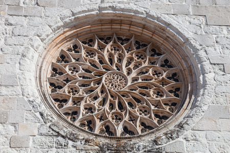 church window: The Rose Window of Santo Agostinho da Graca church is the largest carved of a single stone slab in Portugal. 14th and 15th century Mendicant and Flamboyant Gothic Architecture. Santarem, Portugal. Stock Photo