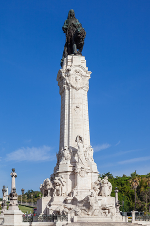 rotunda: Marques de Pombal Square and Monument in Lisbon, placed in the center of the busiest roundabout of Portugal. One of the landmarks of the city.