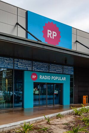 Coina, Portugal - October 23, 2019: Entrance of the Radio Popular store in the Barreiro Planet Retail Park. Radio Popular is a large Portuguese company selling appliances and electronic products Editoriali