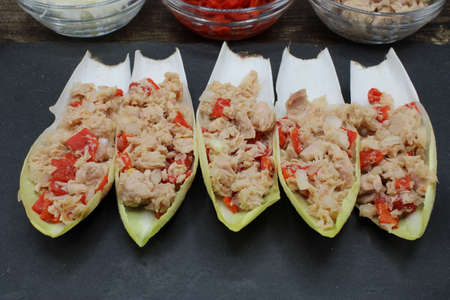 Endives dish filled with tuna, red pepper and onion Banque d'images
