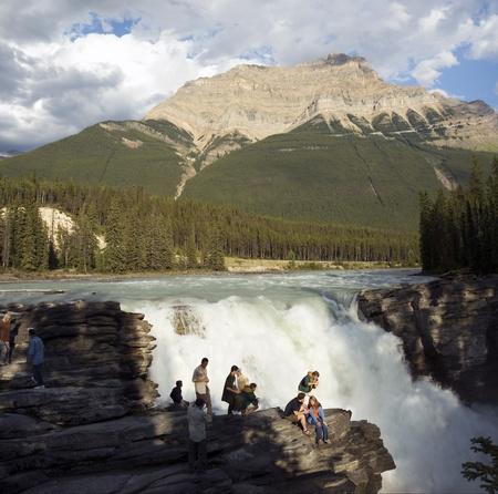 Falls en rver in de Canadese Rockies