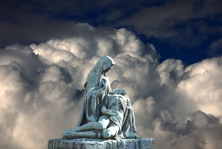 Grave scène pieta la mort de Jésus-Christ. L'art religieux. Banque d'images - 12603321