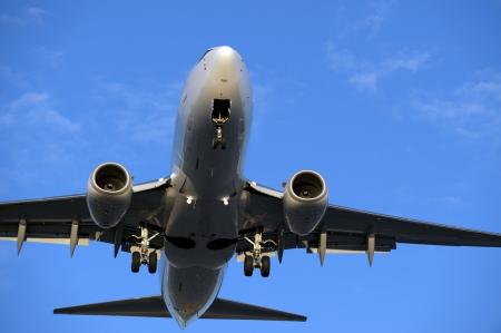 planos electricos: Avi�n antes de aterrizar en la puesta del sol