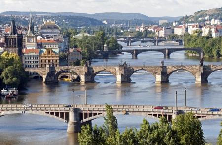 Prague - rivière Vltava et le Pont Charles Banque d'images - 15765602