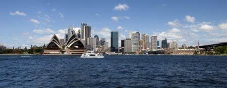 Sydney avec vue panoramique du port, l'Opéra et du centre-ville Banque d'images - 15828808