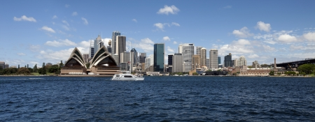 Sydney panoramic view w harbour, Opera House and downtown