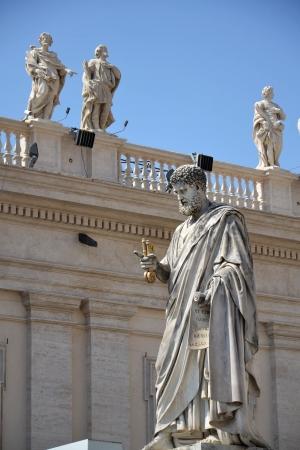 Statue of St. Peter in Vatican Stock Photo - 15759664