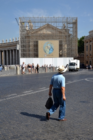 "Rome, Italy - July 11, 2012: Facade at Saint Peter's Square in Vatican. Latin phrase on the banner with Mary and Jesus means ""totally yours"". Stock Photo - 15951120"