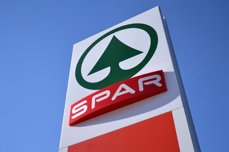milion: MATREI IN OSTTIROL, AUSTRIA – MARCH 28: Dutch multinational retail chain and franchise Spar logo in store on March 28, 2012 in Matrei in Osttirol, Austria. The organization comprises over 12 000 stores in 40 countries and serves over 13 milion consumers Editorial