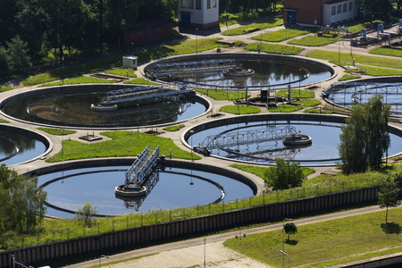 Aerial view of storage tanks in sewage water treatment plant Standard-Bild