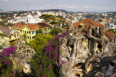 Bizarre construction of the Crazy house in Dalat, Vietnam Imagens