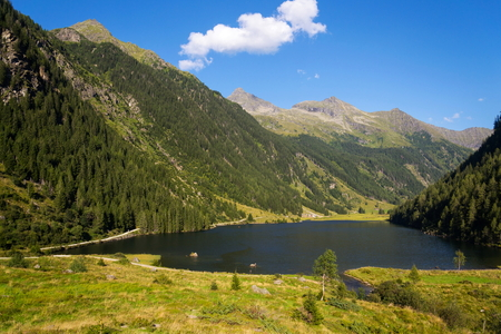 mit: Alpine mountain lake Riesachsee mit Riesachsfalle near Schladming in Austria Stock Photo