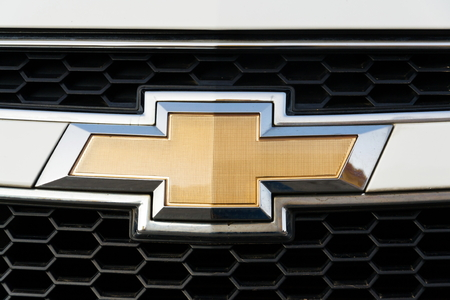 PRAGUE, CZECH REPUBLIC - MARCH 25 2018: Chevrolet Division of General Motors Company logo on silver car on March 25, 2018 in Prague, Czech Republic. 報道画像