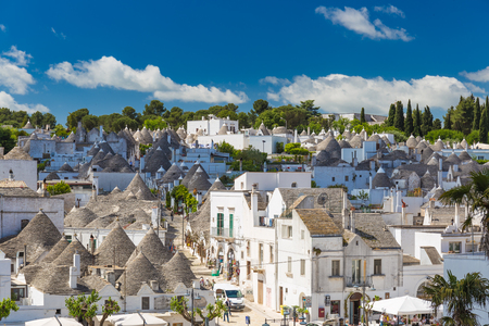 Trulli 지붕 및 테라스, Apulia 지역, 남부 이탈리아와 Alberobello의 일반보기 스톡 콘텐츠 - 76237719