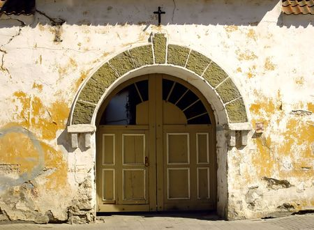 Big door to an old monastery Stock Photo - 667591
