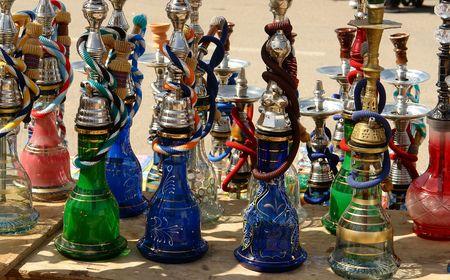 tuberias de agua: Colorido tuber�as de agua a la venta en el mercado de beduinos de Ber-Sheba, Israel