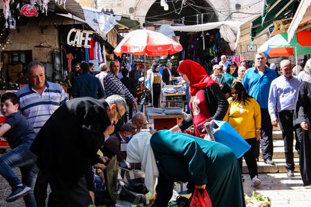 Jerusalem Israel April 24, 2018 View of unknown people walking at Damascus gate in the old city of Jerusalem on afternoon Reklamní fotografie - 100722983