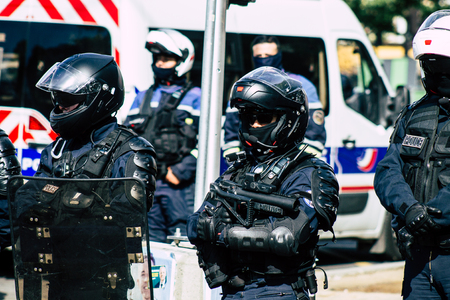Paris France May 04, 2019 View of a riot squad of the French National Police in intervention during protests of the Yellow Jackets against the policy of President Macron in Paris on saturday afternoon Standard-Bild - 121983042
