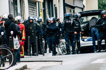 Paris France May 04, 2019 View of a riot squad of the French National Police in intervention during protests of the Yellow Jackets against the policy of President Macron in Paris on saturday afternoon Standard-Bild - 121983006