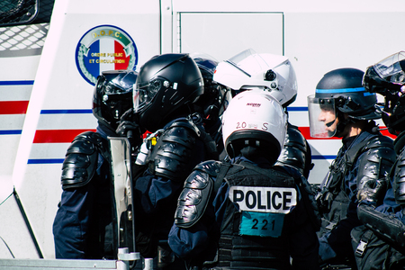 Paris France May 04, 2019 View of a riot squad of the French National Police in intervention during protests of the Yellow Jackets against the policy of President Macron in Paris on saturday afternoon Standard-Bild - 121982946