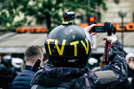Paris France May 04, 2019 View of press journalist covering protests of the Yellow Jackets against the policy of President Macron in Paris on saturday afternoon Standard-Bild - 121982854