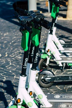 Tel Aviv Israel January 11, 2020 View of a Lime brand electric scooter parked in the streets of Tel Aviv in winter Banque d'images - 137769194