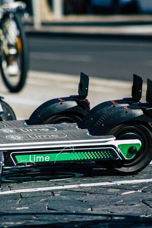 Tel Aviv Israel January 11, 2020 View of a Lime brand electric scooter parked in the streets of Tel Aviv in winter Banque d'images - 137774644