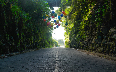 Rocky Tunnel road with ballons Imagens - 96701704