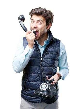 電話で話すのベストを持つ男