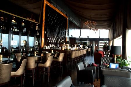 Whisky en sigaar lounge in Kuala Lumpur, Maleisië Redactioneel