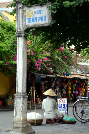 non la: Vietnamese Street Hawker at Hoi An with Non La Hat