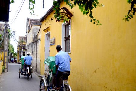 non la: Trishaw drivers in Hoi An, Vietnam