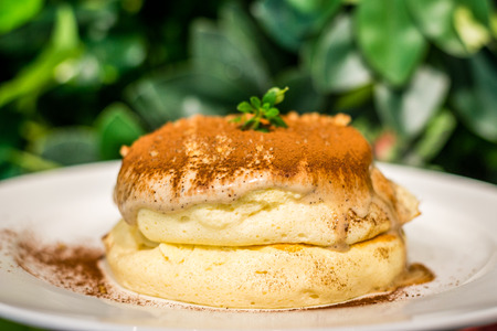 Tiramisu Souffle Pancake with mascarpone cheese, coffee and coco powder 免版税图像